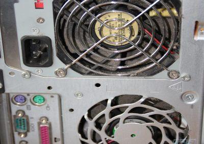 Desktop voeding met 12cm ventilator vol stof