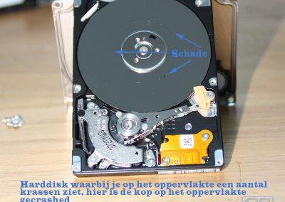 Harddisk op een aantal plekken gecrasht, kop van de harddisk is op de plaat gekomen