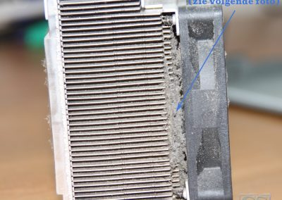 Desktop ventilator en koelblok met teveel stof, je moet er tussendoor kunnen kijken